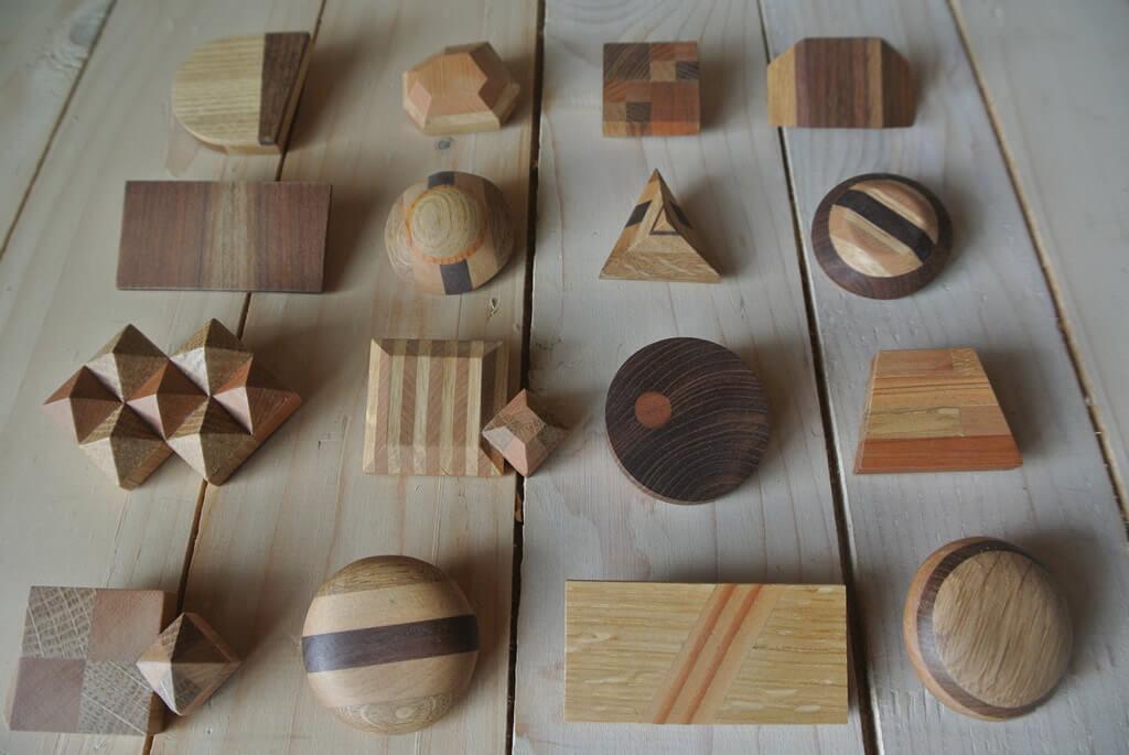 北海道産木材を組み合わせて作成したキーホルダー。マグネットでくっつけることができます。